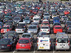 Продажи автомобилей в РФ вышли на уровень 2013 года